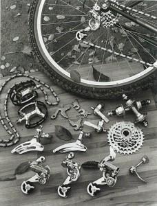 1982年。日本のサンツアー(マエダ工業)がマウンテンバイク用コンポーネントとしてマウンテックを発表。
